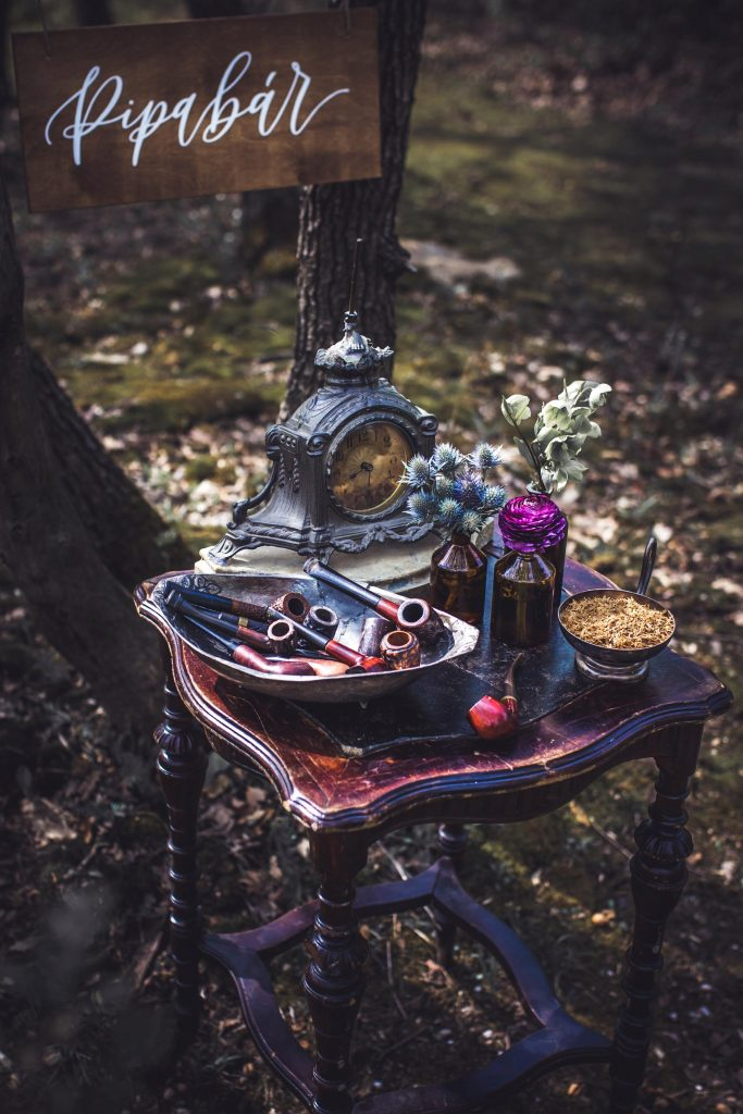 Bárok, sütis asztalok